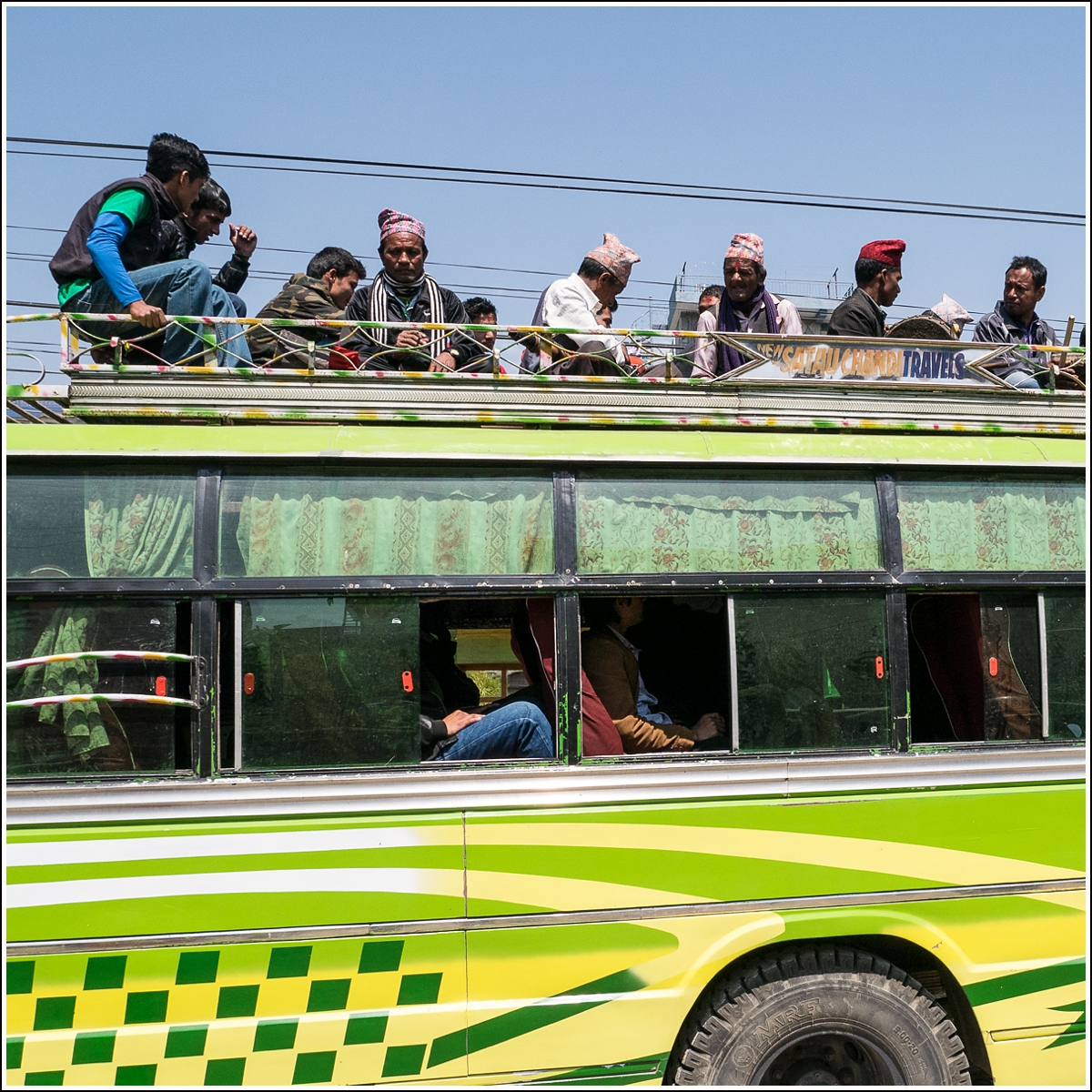 nepal-people-on-roof-of-bus