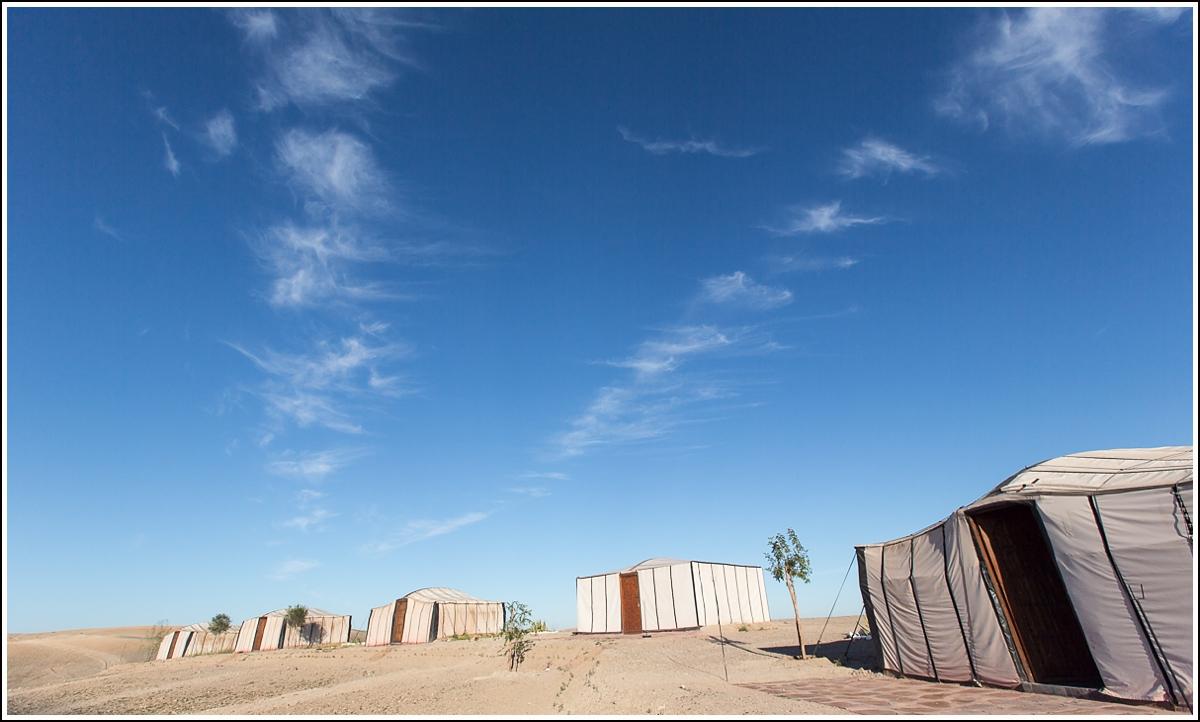 Terre-des-etoiles-desert-morning-tents