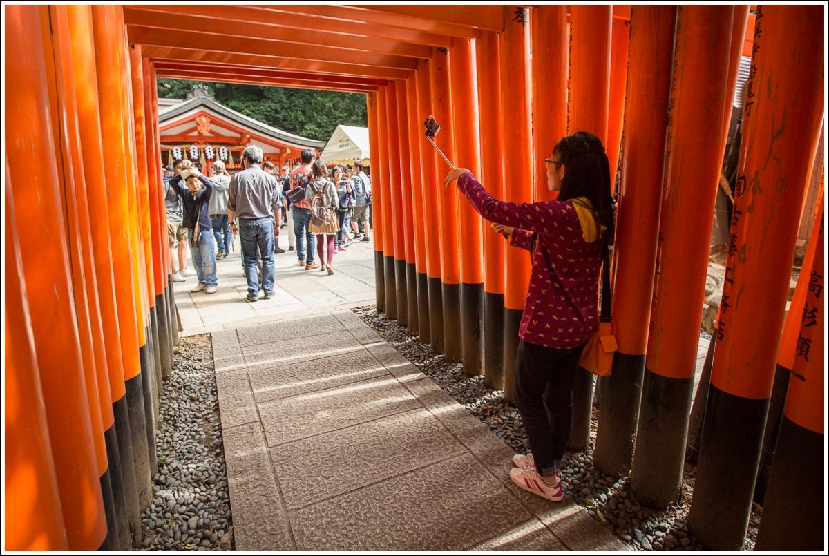 selfie-stenger-japan