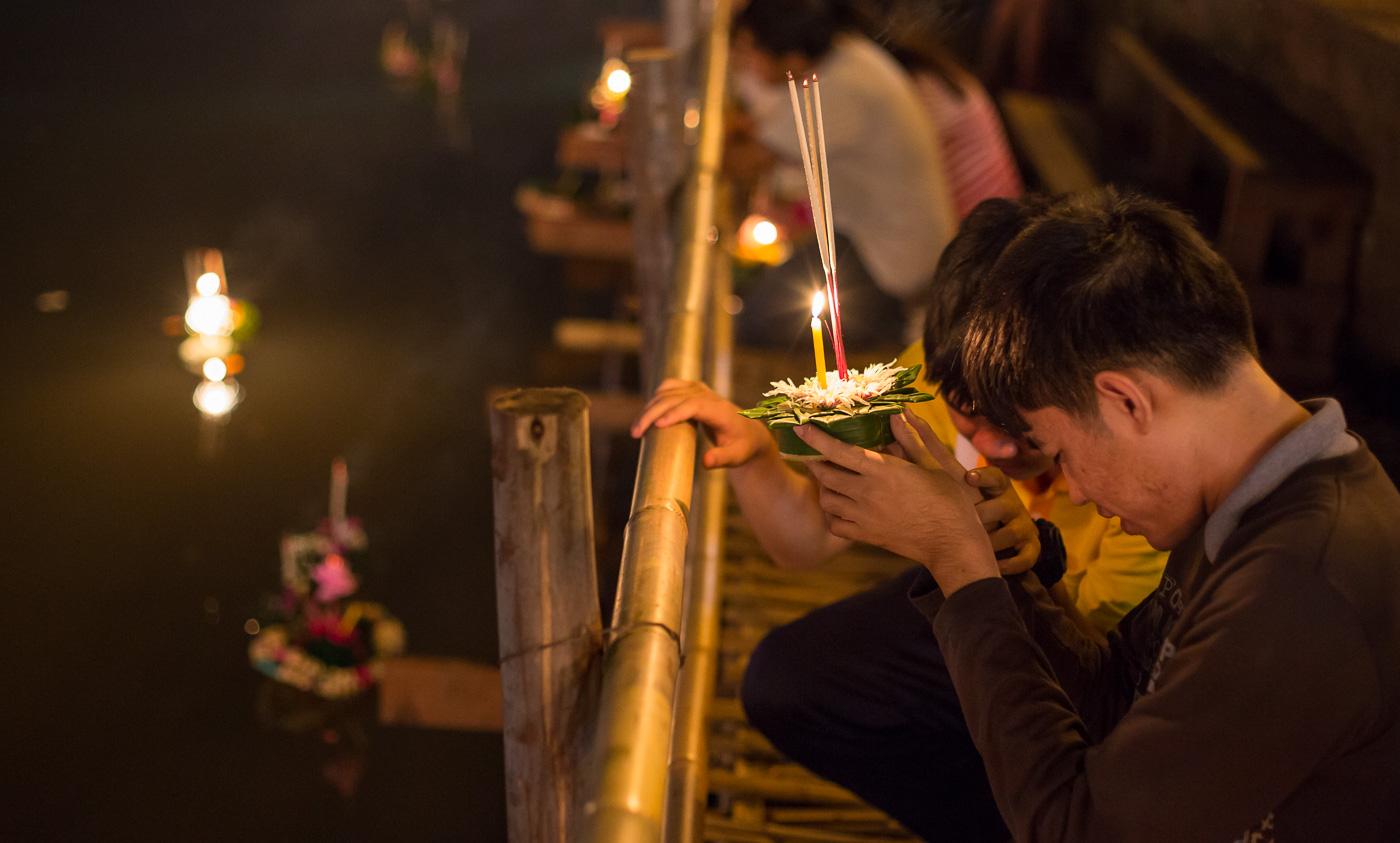 loy krathong spektakulær lysfestival i Chiang Mai Thailand