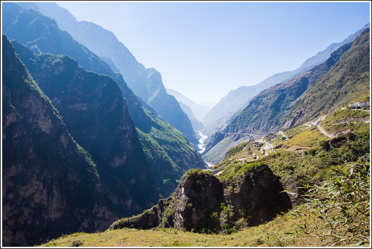 Tiger-Leaping-Gorge-valley-view