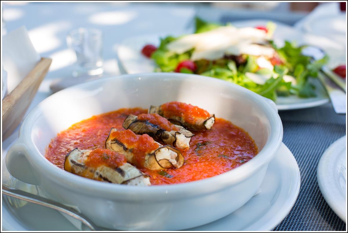 skopelos aubergineruller og adrina salat