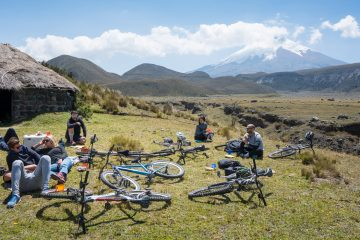På sykkel ned den aktive vulkanen Cotopaxi